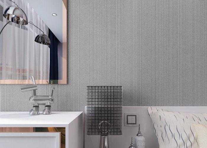 Modern bijeenkomend niet geweven behang met eenvoudige zilveren