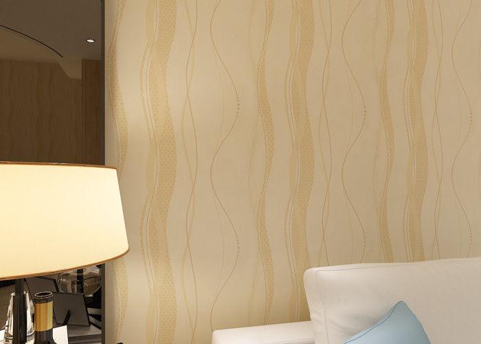 Huis dat modern verwijderbaar behang lichte refection met beige