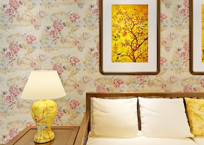 0.53*10M Contemporary Bedroom Wallpaper With Light Yellow Floral Pattern , Heat Insulation